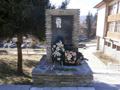 Паметникът на Васил Левски в Белица